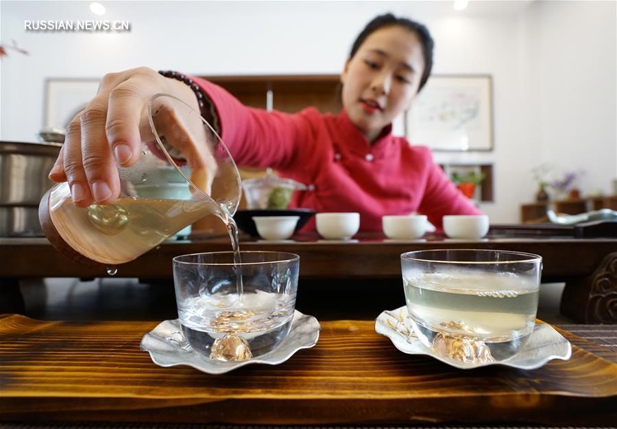 "В горах Чжуншань начался сбор чая ""Юйхуача"""