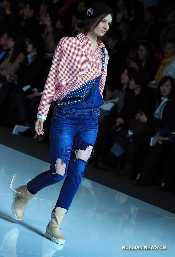 Китайская международная неделя моды: презентация коллекции Ли Цзуляна