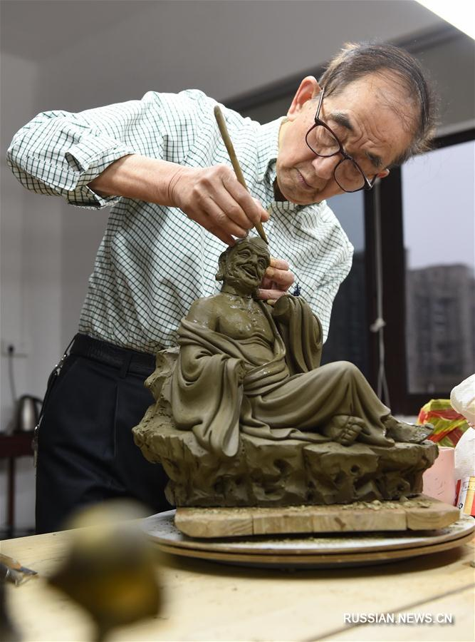 Цю Шуанцзюн -- мастер фарфоровой скульптуры из Дэхуа