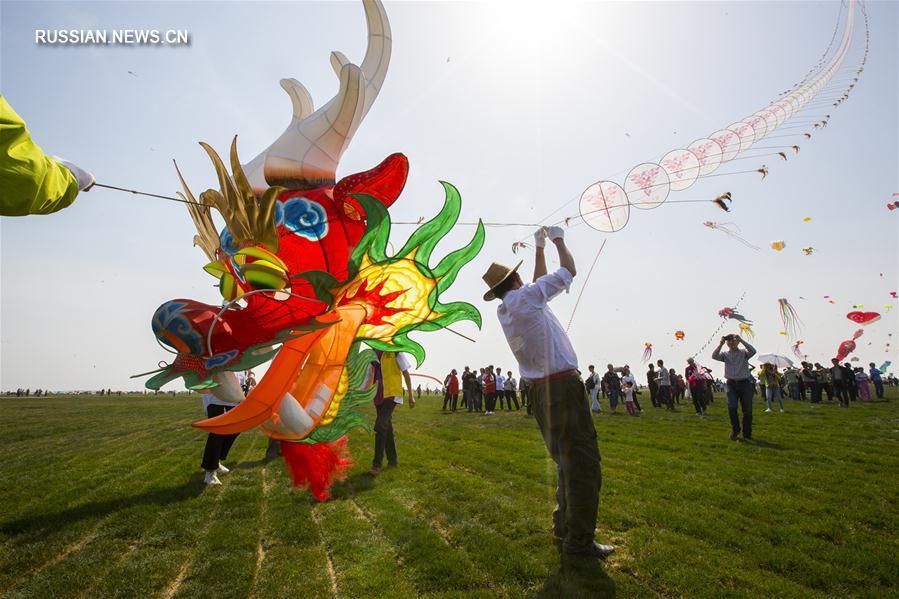 В Восточном Китае открылся 34-й Вэйфанский международный фестиваль воздушных змеев