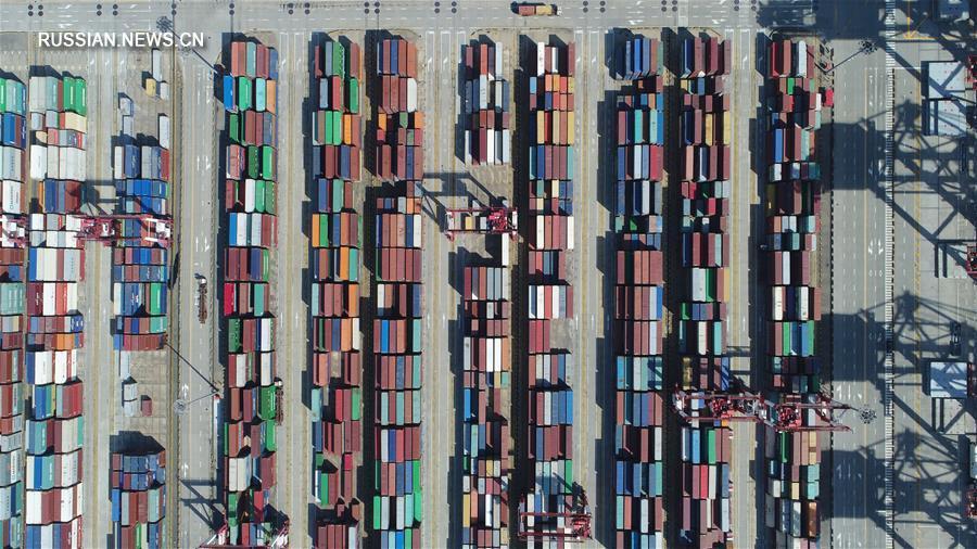 Глубоководная портовая зона Яншань в заливе Ханчжоувань