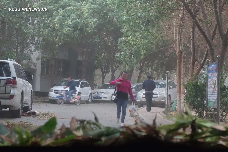 На синьцзянский г. Турфан обрушился ураган