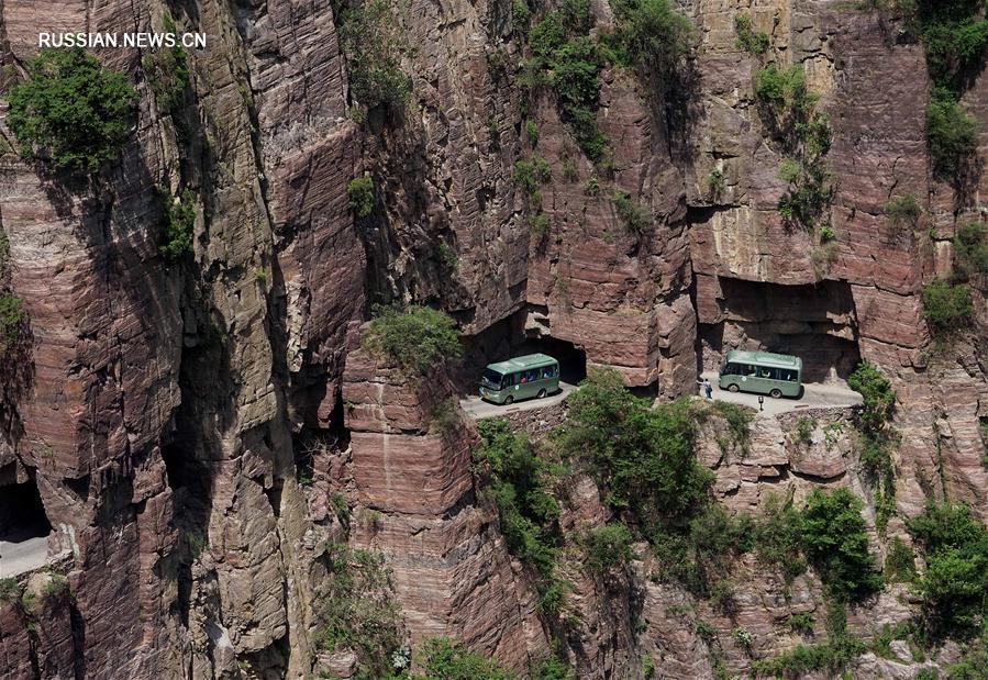 """Тоннель Голяндун: километровый """"коридор в отвесной скале"""", проложенный вручную"""