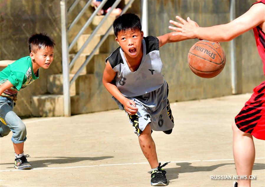 Школьный турнир по баскетболу в горной деревне уезда Дахуа