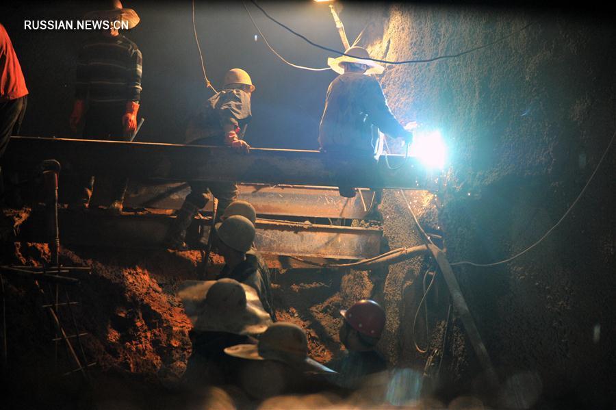 На строящейся железной дороге Ланьчжоу -- Чунцин проложен последний тоннель