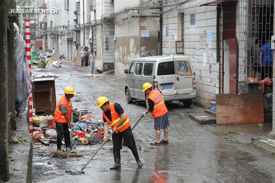 Два человека стали жертвами проливных дождей в провинции Хунань