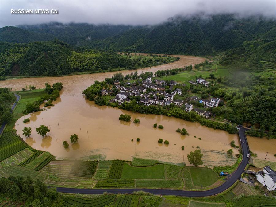 На город Хуаншань обрушились продолжительные проливные дожди