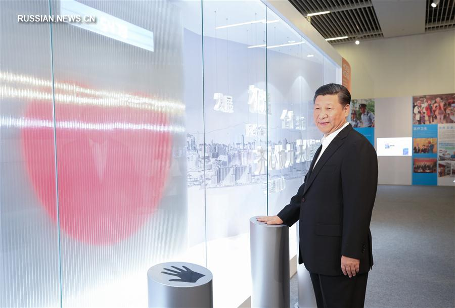 Си Цзиньпин посетил выставку о достижениях Сянгана за 20 лет после возвращения в лоно Родины