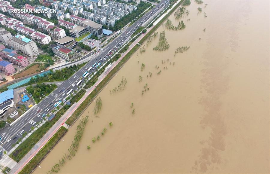 Жертвами сильного наводнения в провинции Хунань стали 27 человек