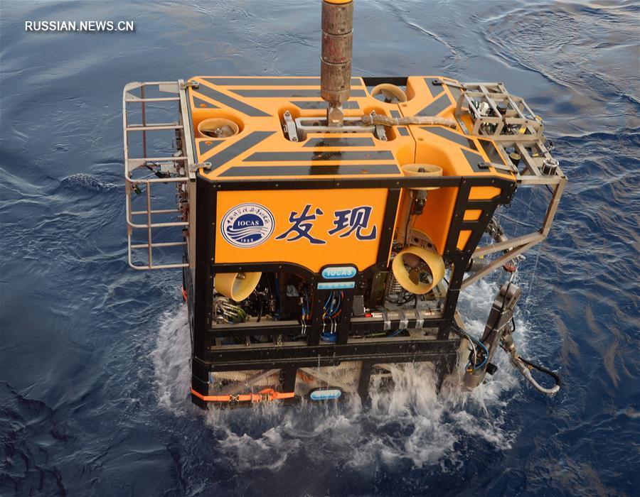 """Китайский беспилотный аппарат """"Фасянь"""" сделал подводную фотографию китайского робота """"Таньсо"""""""