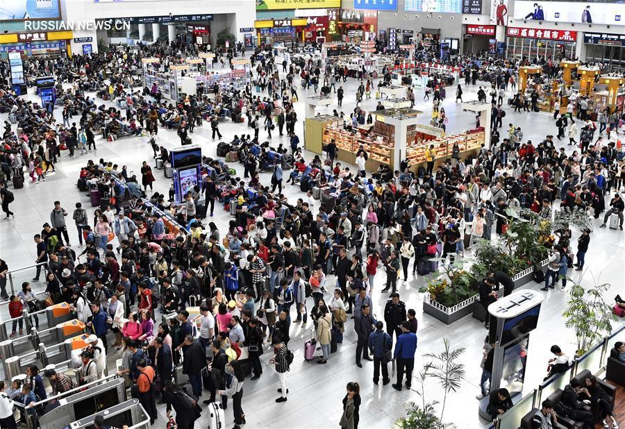 Пик пассажирских перевозок в первый день выходных по случаю Национального праздника