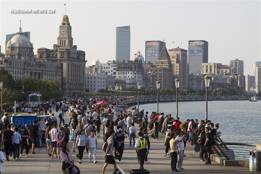 За 8 выходных по случаю двух крупных китайских праздников Шанхай принял свыше 10  млн туристов