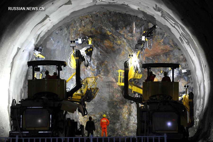 Продолжается прокладка тоннеля Чжэнпаньтай высококоскоростной железной дороги Пекин -- Чжанцзякоу