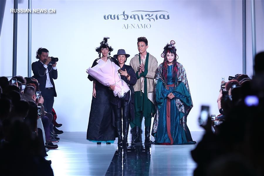 Показ коллекции дизайнера AJ-Namo на Китайской международной неделе моды