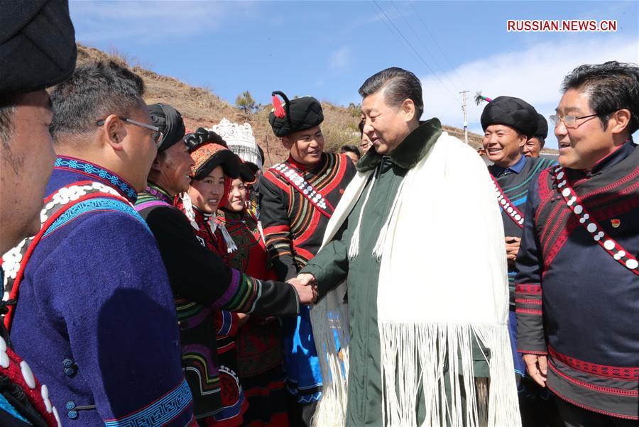 Си Цзиньпин посетил бедные семьи народности и в горных деревнях провинции Сычуань