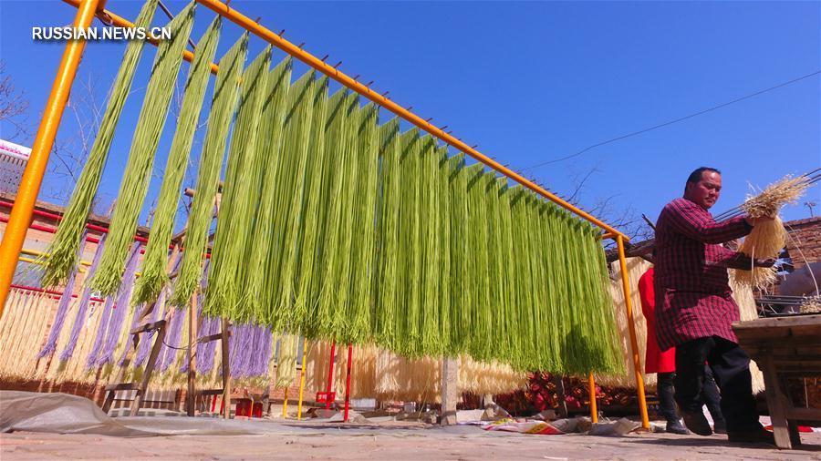 Семейное предприятие по производству цветной лапши в уезде Чипин