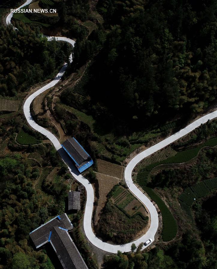 """""""Нефритовые пояса"""" новых сельских шоссе в горах провинции Хубэй"""