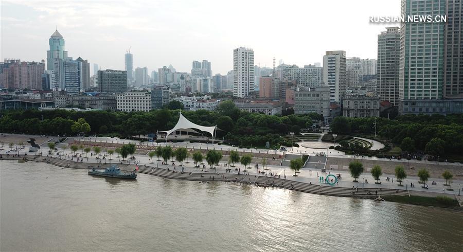 Набережные рек Янцзы и Ханьцзян в городе Ухань