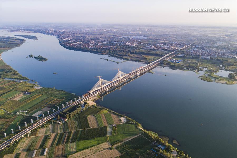 Завершен монтаж вантов мегамоста через реку Ханьцзян