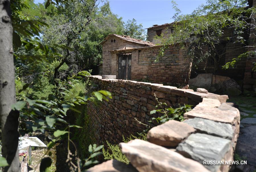 Уникальные дома из камня в деревне Интань провинции Хэбэй