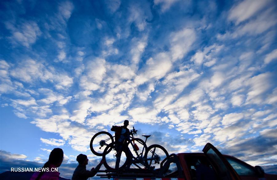 """В тибетском уезде Буранг прошли соревнования по велокроссу """"Тур озера Мапам-Юмцо"""""""