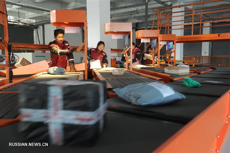 """Кипит работа на предприятиях электронной коммерции и экспресс-доставки в день продвижения товаров по Интернету """"12.12"""""""