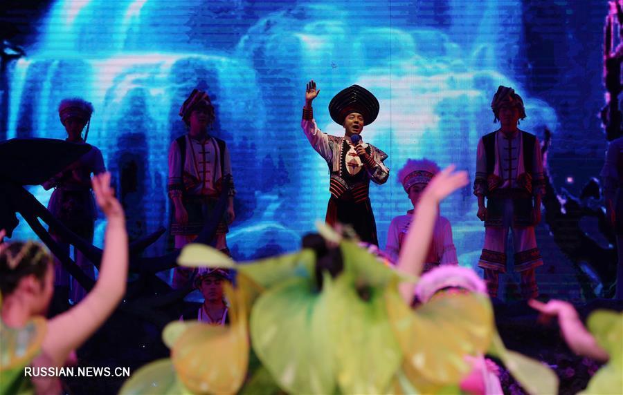 Песни уезда Саньчжи на большой сцене