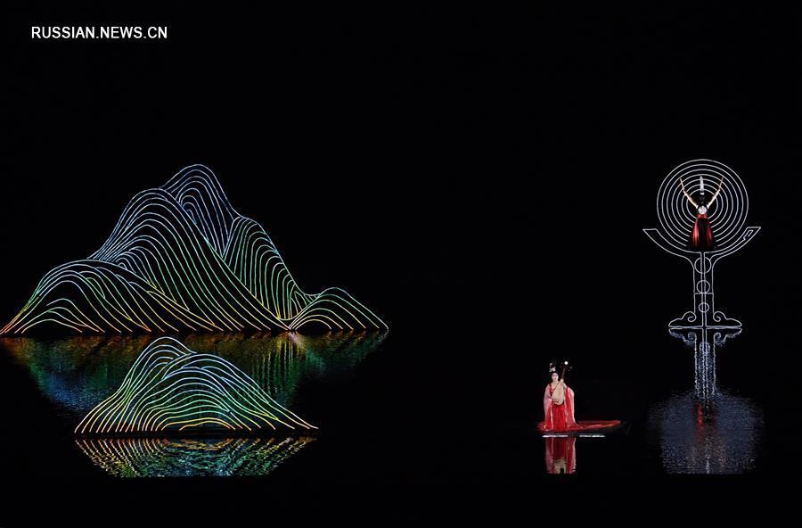 """В Чунцине прошла премьера спектакля под открытым небом """"Возвращение в Три ущелья"""""""