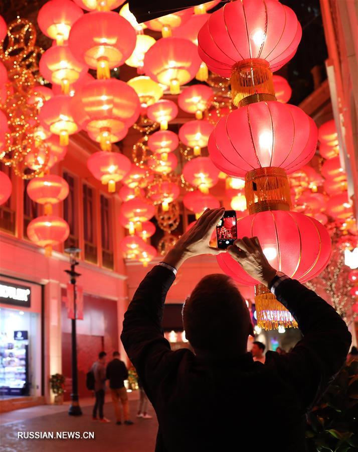 Красное море фонарных гирлянд на улицах Сянгана