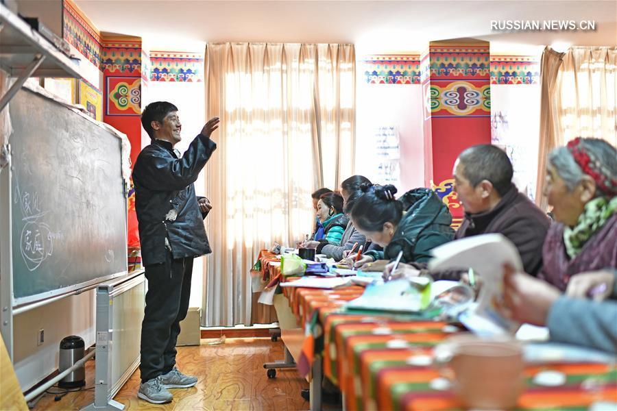 Школьные классы для пожилых в Лхасе