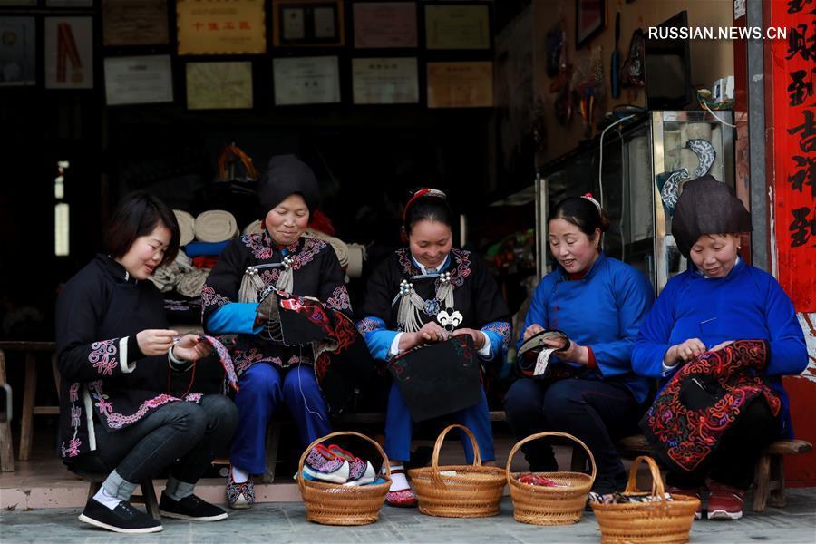 Прекрасная вышивка из провинции Гуйчжоу