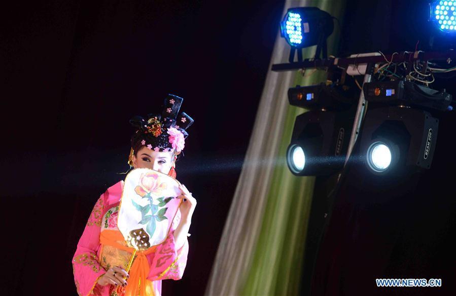 """(XHDW)(1)""""欢乐春节""""文艺演出首次走进古丝绸之路重镇撒马尔罕"""