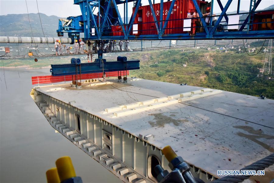 Успешно установлен первый сегмент стальной коробчатой балки нового моста Фума в Чунцине