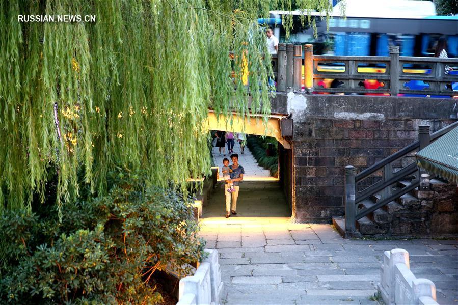 Будни города -- Жители Ханчжоу в объективе корр. Синьхуа
