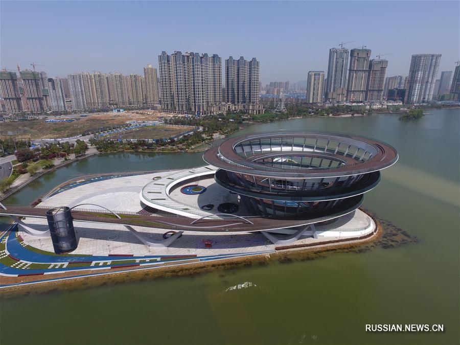 На озере Мэйсиху в Чанша закончено строительство новой смотровой площадки