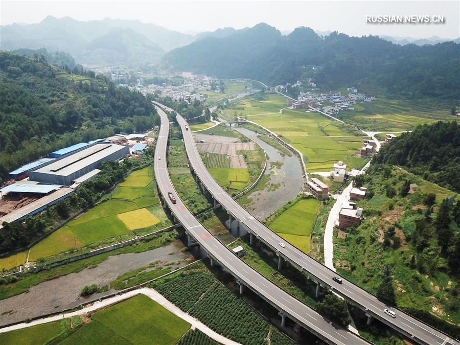 Участок скоростной автомагистрали Ланьчжоу-Хайкоу в провинции Гуйчжоу