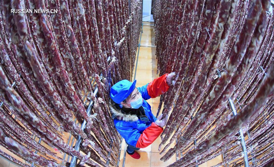 Производство баньпуской колбасы в провинции Цзянсу