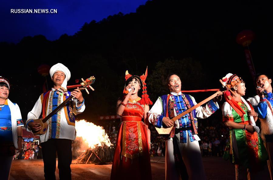 Шибаошаньский песенный фестиваль в провинции Юньнань