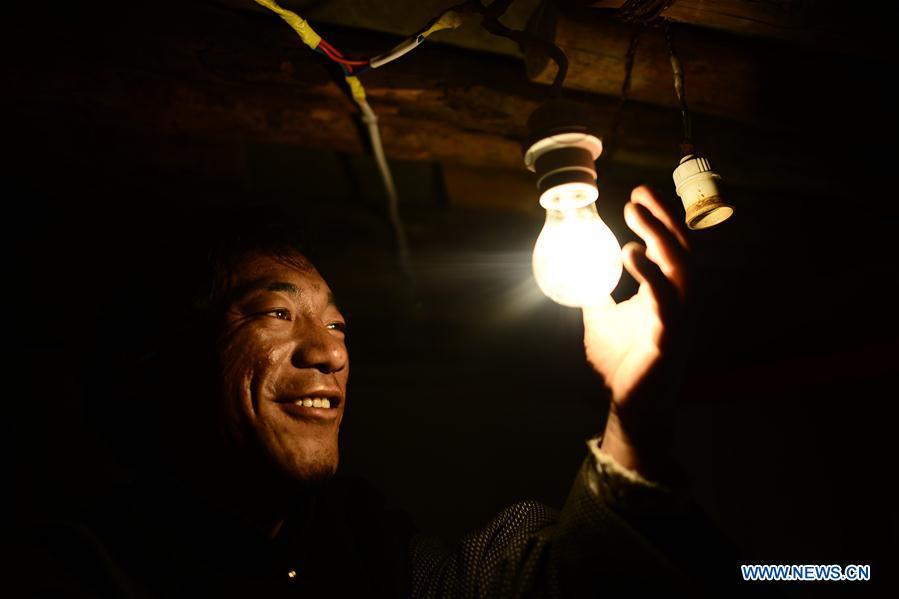 (经济)(1)我国全面解决无电人口用电问题