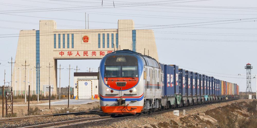 """Первый контейнерный поезд """"Лондон -- Иу"""" прибыл в Алашанькоу"""