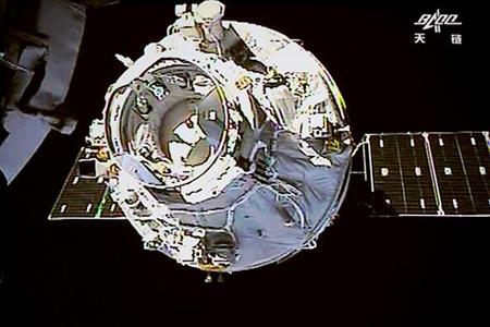 """""""Тяньчжоу-1"""" отстыковался от космической лаборатории """"Тяньгун-2"""""""
