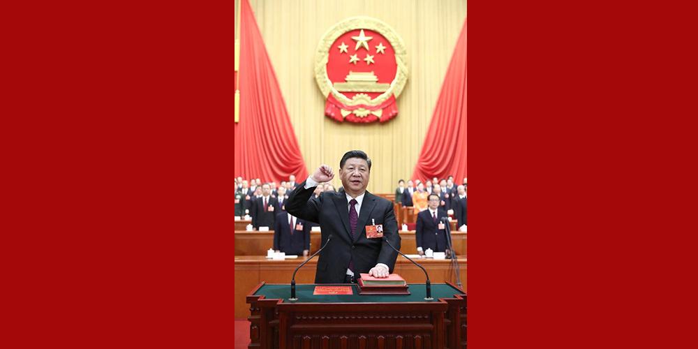 Си Цзиньпин принес присягу на верность Конституции КНР /более подробно/