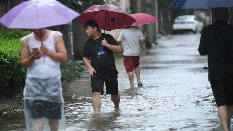 "Китай обновил ""синее"" предупреждение в связи с тайфуном ""Лупит"""