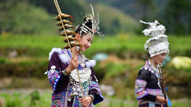 В Гуанси-Чжуанском АР отметили богатый урожай народными гуляньями