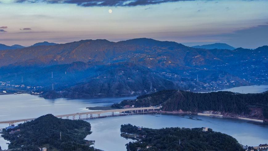 Прекрасные пейзажи озера Ханьфэнху в г. Чунцин