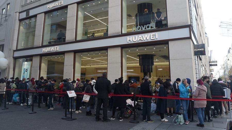 В Вене открылся флагманский магазин компании Huawei