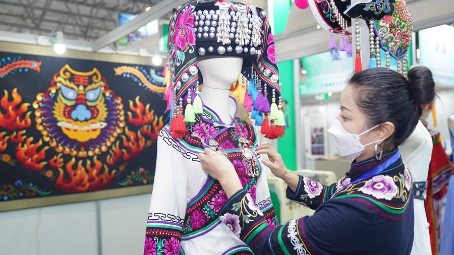 В Куньмине открылась ярмарка культурной индустрии