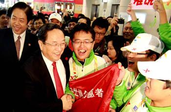 """Юй Чжэншэн: """"Нет смысла стремиться к тщетной славе, лучше заняться реальными делами"""""""