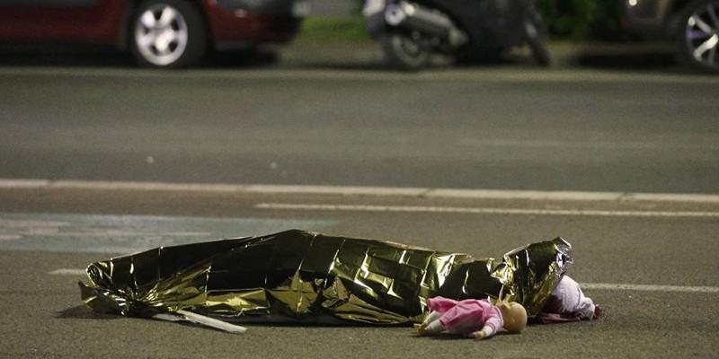 Во французской Ницце совершена атака, свыше 77 человек убиты