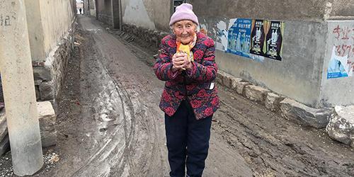 (Видео) Русская бабушка с китайской душой: 84 года в Поднебесной превратили ее в китаянку